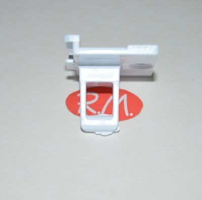 Pestillo cierre puerta secadora Indesit C00142619