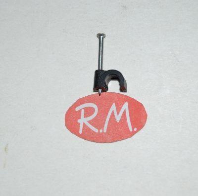 Grapa nº 4 con clavo para cable manguera redondo