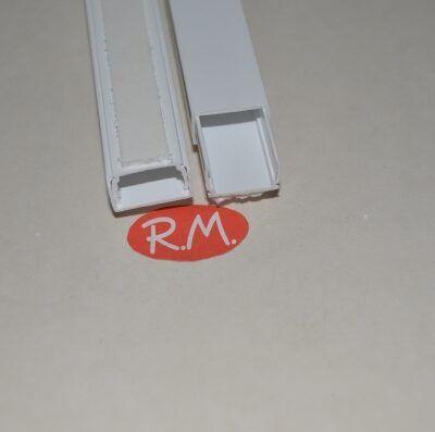 Canaleta adhesiva blanca 10 x 16 mm tira de 2 metros