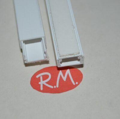 Canaleta adhesiva blanca 7 x 12 mm tira de 2 metros