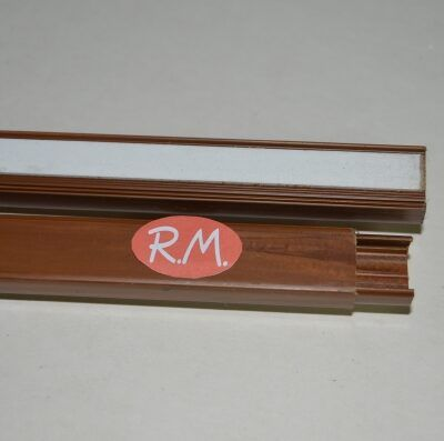 Canaleta adhesiva marrón 10 x 16 mm tira de 2 metros